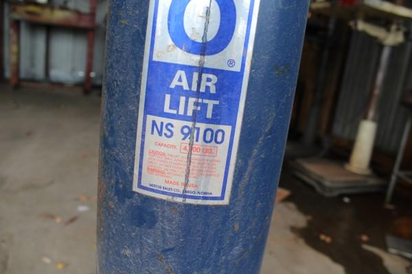 Nesco 4,000 lb. Air Lift, M# NS 9100 - Image 2 of 2