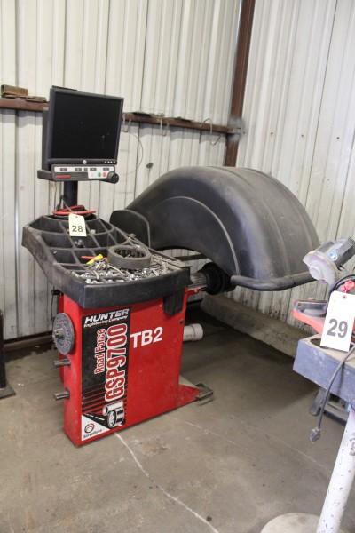 Hunter Digital Tire Balancing Machine, M# GSP9622Q-230V/1PH, Part# 72-419-1, S/N JR9076, W/ Wheel