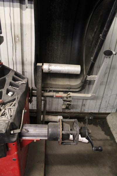 Hunter Digital Tire Balancing Machine, M# GSP9622Q-230V/1PH, Part# 72-419-1, S/N JR9076, W/ Wheel - Image 2 of 7
