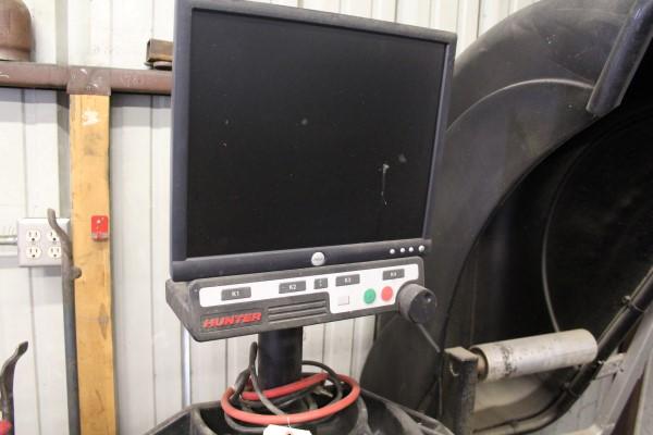 Hunter Digital Tire Balancing Machine, M# GSP9622Q-230V/1PH, Part# 72-419-1, S/N JR9076, W/ Wheel - Image 3 of 7