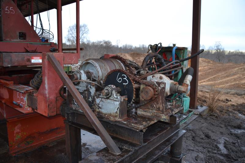Lot 63 - TYRONE BERRY SMA 215 HYDRAULIC CARRIAGE DRIVE