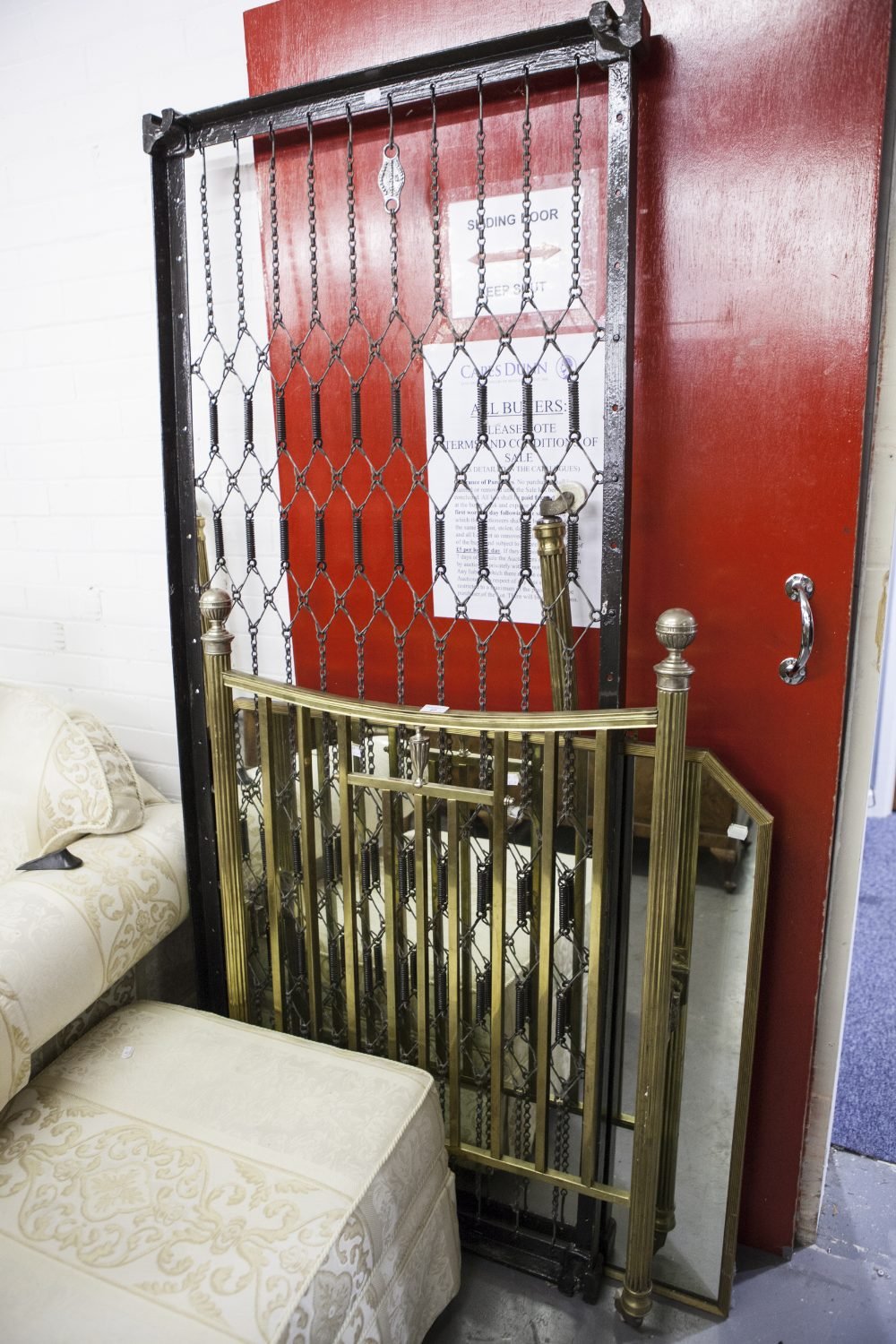 Lot 27 - LATE NINETEENTH/EARLY TWENTIETH CENTURY POLISHED BRASS SINGLE BEDSTEAD in the classical taste