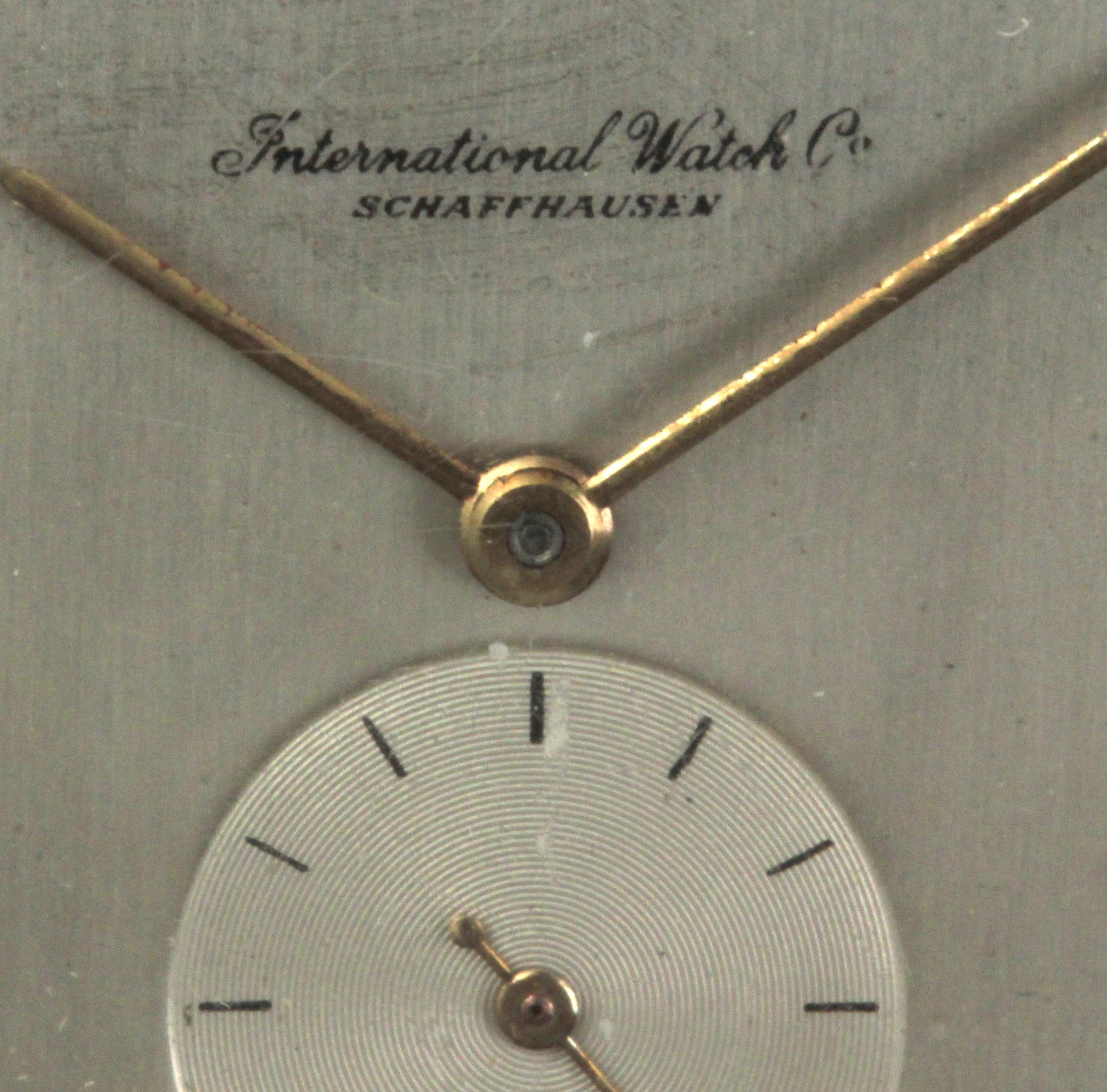 Lot 83 - International Watch Company. 18 k. yellow gold gentlemen wrist watch circa 1950