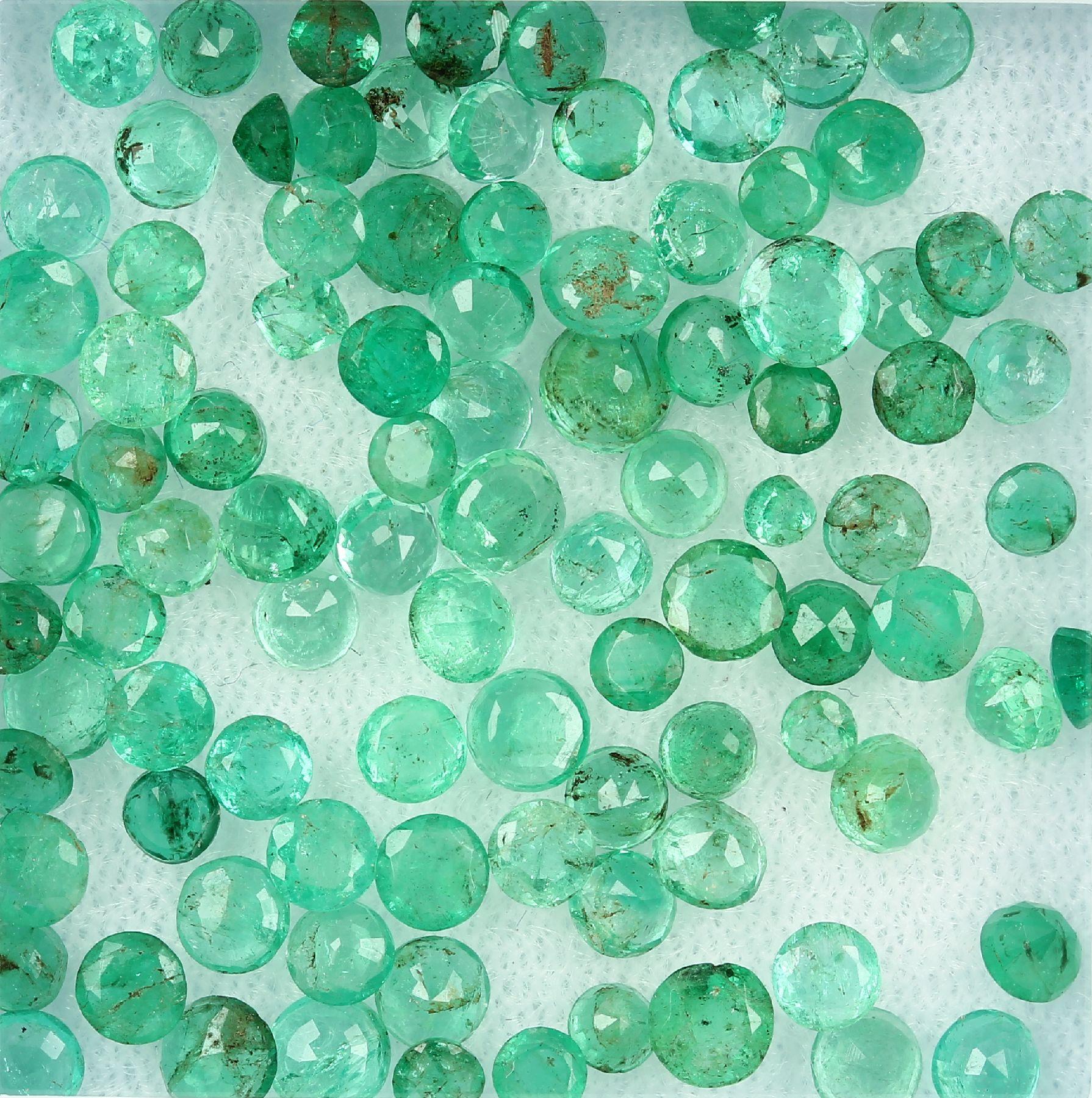 Lot lose facett. Smaragde zus. 13.04 ct, überwiegend rund, in versch. Größen und Farben Schätzpreis: