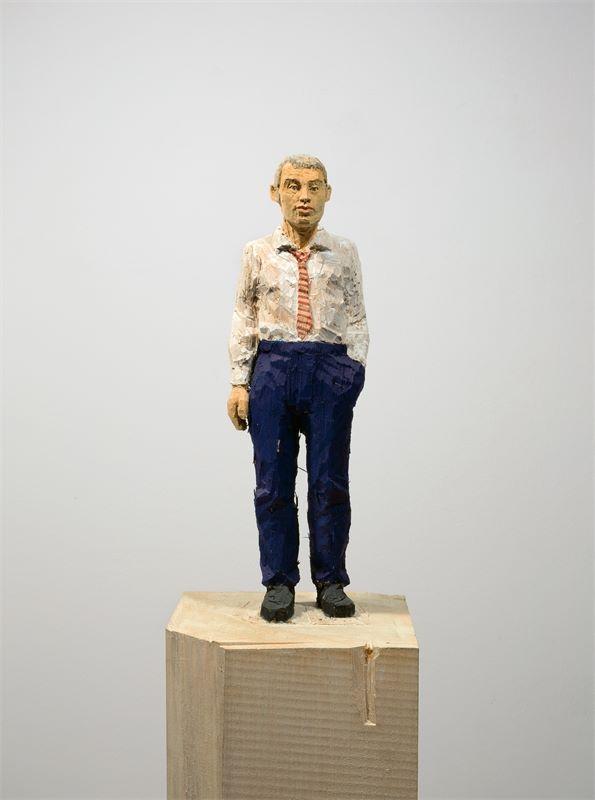 Los 750 - Stephan Balkenhol (Fritzlar 1957 – lebt in Meisenthal/Frankreich)Mann mit grauen Haaren. 2003Wawa-