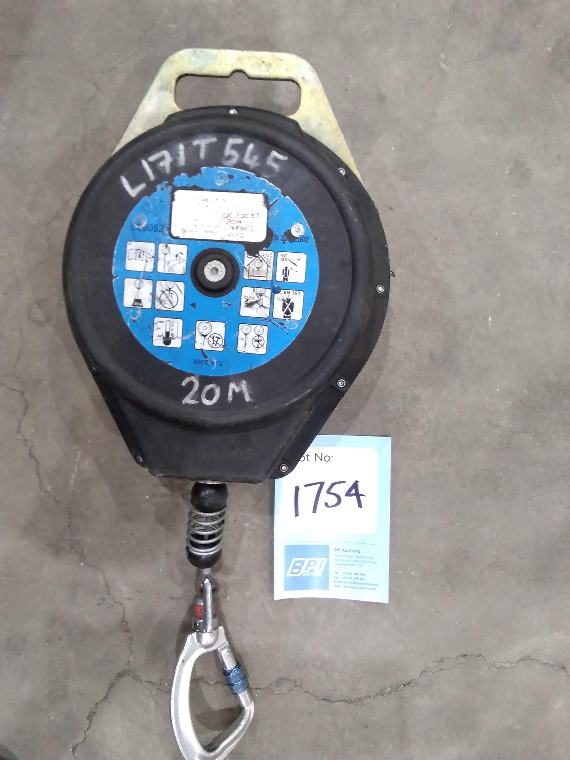 Lot 1754 - 20M Lifting Hoist . l171t545