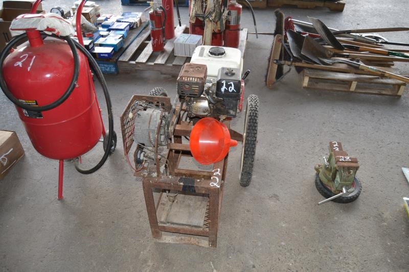 Lot 22 - GAS POWERED BATTERY CHARGER