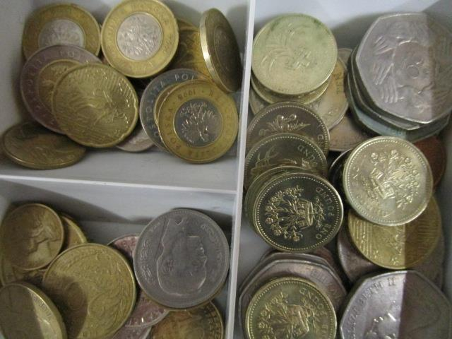 Lot 15 - A quantity of coinage from around the world to include £1 coins, 50ps and a 1799 penny