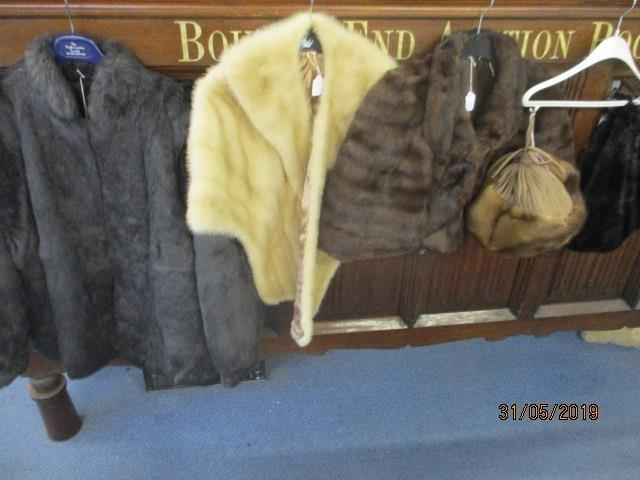 Lot 41 - A selection of mid to late 20th century fur clothing to include two mink hats and an arctic wrap
