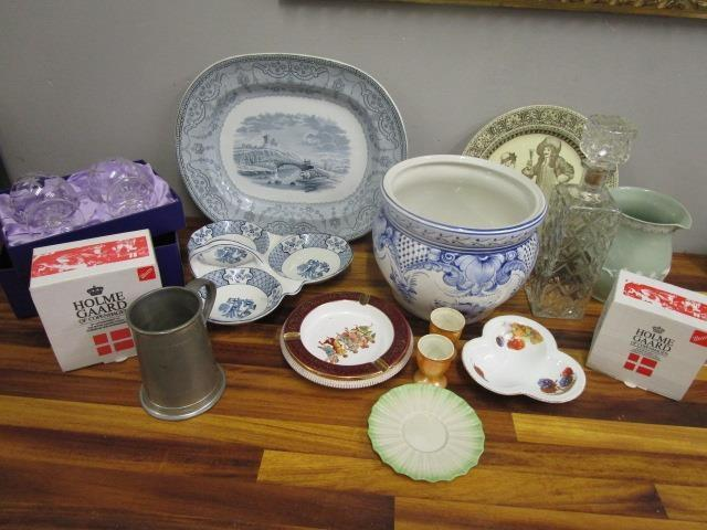 Lot 26 - A mixed lot of china and glassware to include a boxed set of Edinburgh Crystal brandy glasses