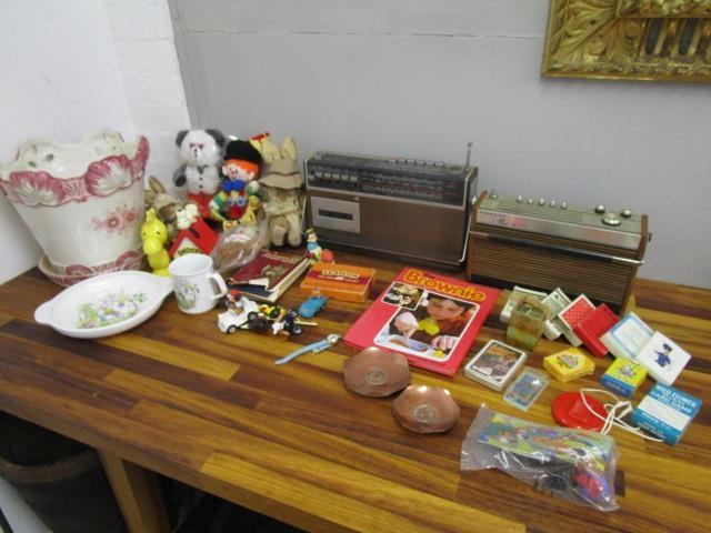 Lot 3 - A mixed lot of various items to include a Telefunken and a Fidelity Rad 15 radio, child's china,