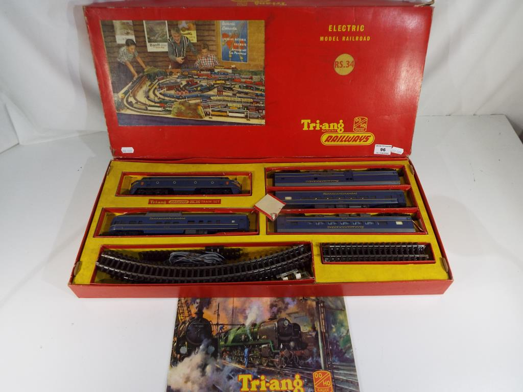 Lot 96 - Model Railways - A boxed Triang OO gauge Electric Model Railroad set # RS.