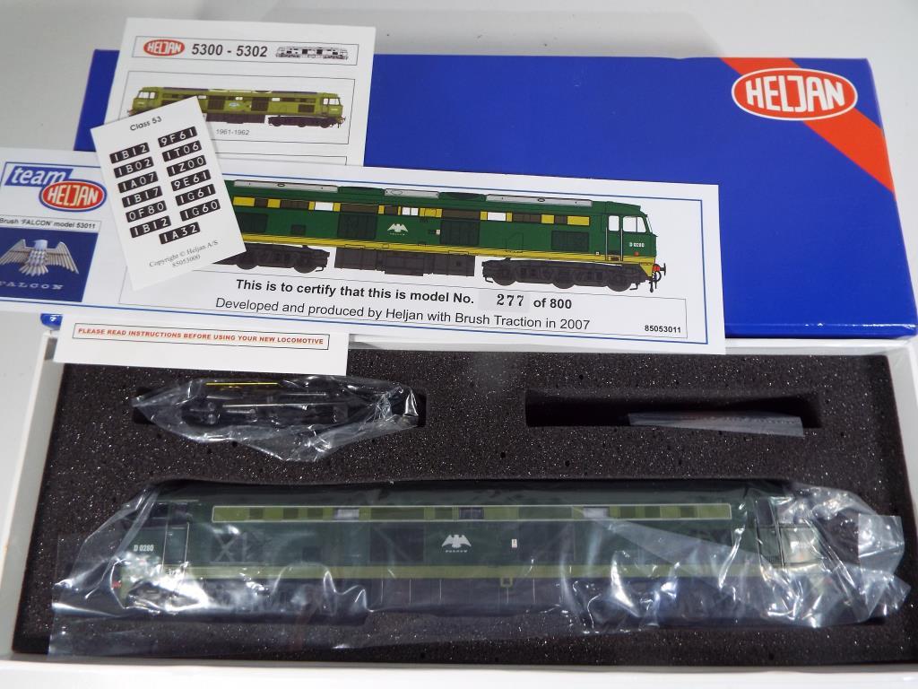 Lot 104 - Heljan - an OO gauge D0280 'Falcon' BR two-tone Green Diesel Railcar,