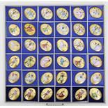 Sammlung von 36 Porzellanplaketten.Oval. Je mit bunter, figürlicher Bemalung über goldenem Fond. Ca.