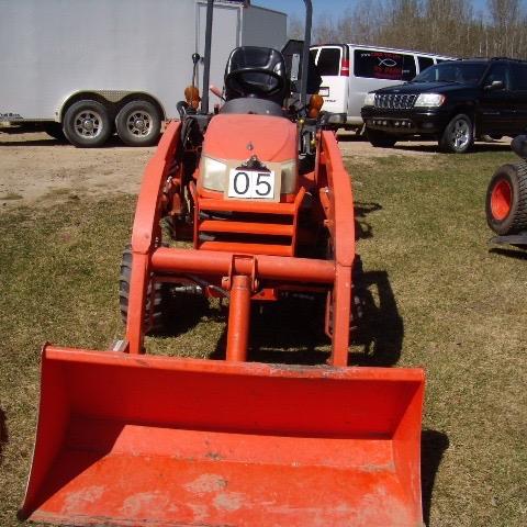 Kubota tractor BX2662, 4wd, Roll bar, LA 243 Loader, sn:51133 NO MOWER