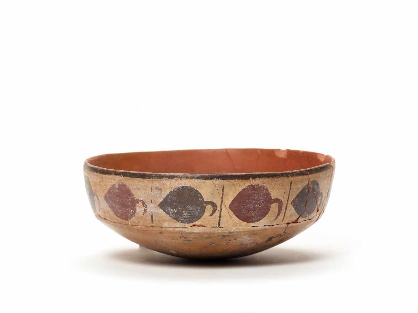 BOWL WITH BAND DECORATION - NAZCA, PERU, C. 300-600 ADPainted clayNazca, Peru, c. 300-600 ADArched