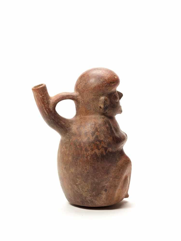 FIGURAL STIRRUP VESSEL - VICUS CULTURE, PERU, C. 1st CENTURY ADFired clayVicus culture, Peru, c. 1st - Image 3 of 4