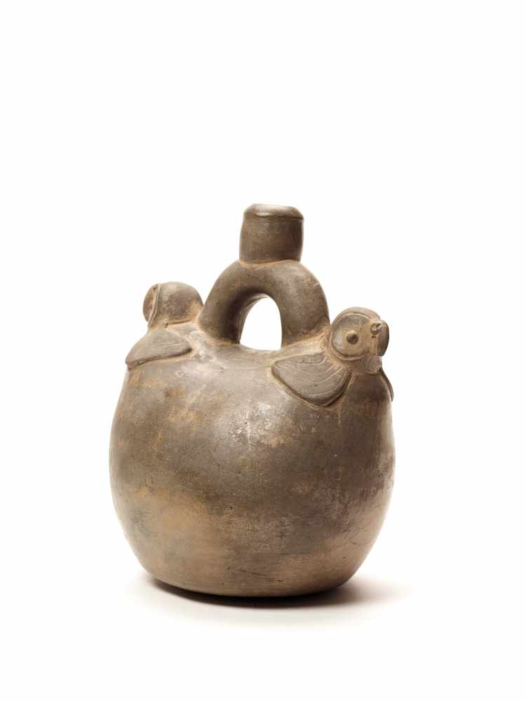 TL-TESTED TWO PARROTS STIRRUP VESSEL - CHAVIN CULTURE, PERU, C. 5TH CENTURY BCGrayish fired - Image 4 of 4