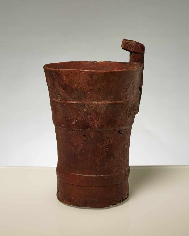 CUP WITH HEAD OF A JAGUARWoodPre-Columbian America, Inca, approx. around 1500 Rare piece, on which