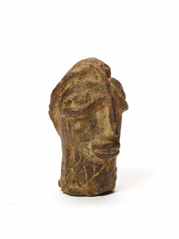 A CAST BRONZE BENIN STYLE HEADMassive casting with solid age patinaBenin, 20th century Dimensions: - Image 4 of 5