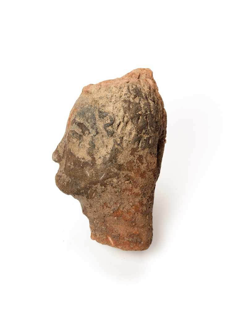 MEMORIAL HEAD – ASHANTI/ AKAN, GHANA, 18th – 19th CENTURYTerracottaAshanti/ Akan, Ghana, 18th – 19th - Image 3 of 4
