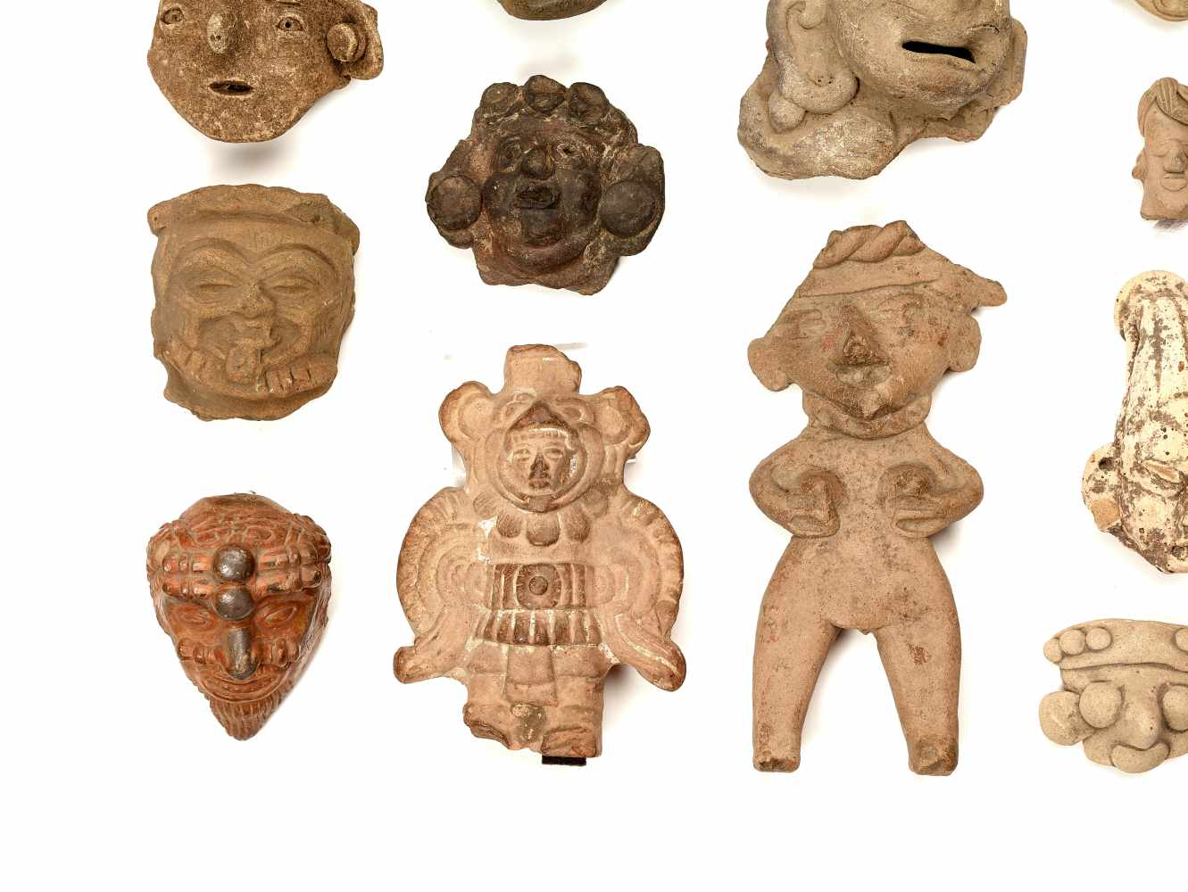 22 HEADS AND FIGURES – PRE-COLUMBIAN ERAClayPre-Columbian Era, 900 BC - 1500 ADA group of 22 - Image 2 of 4