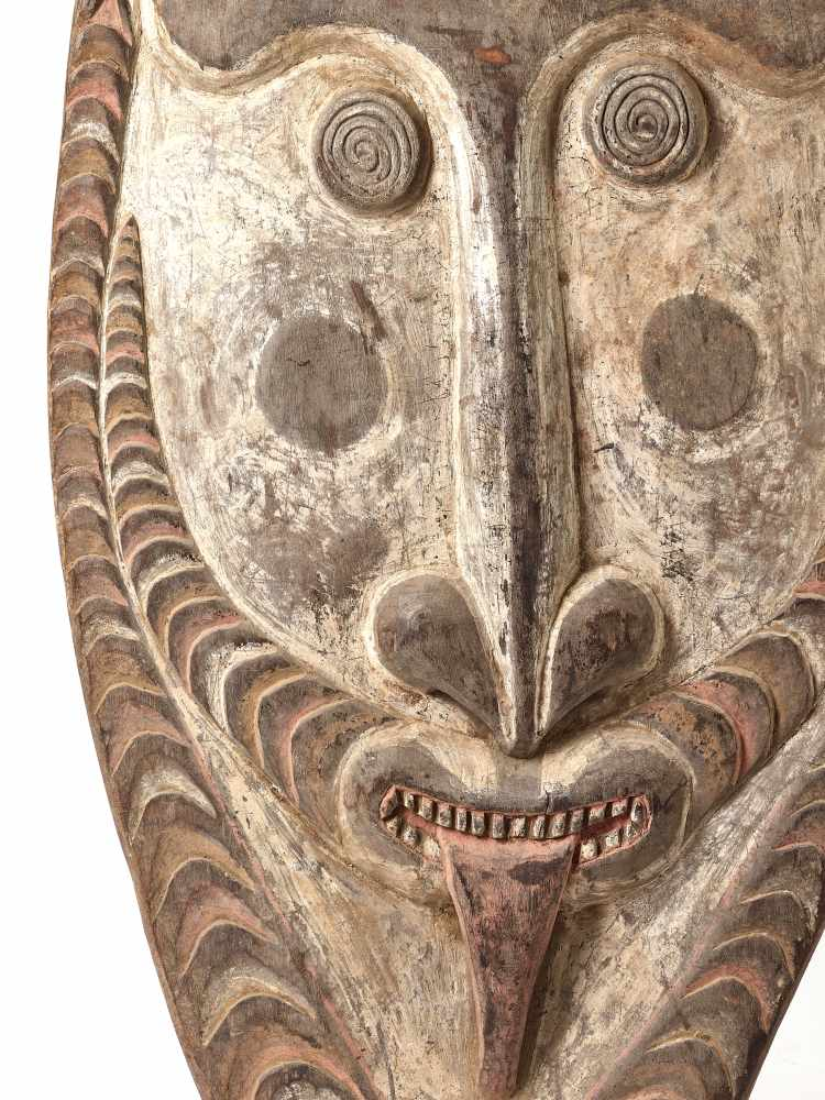 A GIGANTIC WOODEN MASK, PAPUA NEW GUINEA, 20TH CENTURYWoodPapua New Guinea, 20th centuryThis mask - Image 2 of 4