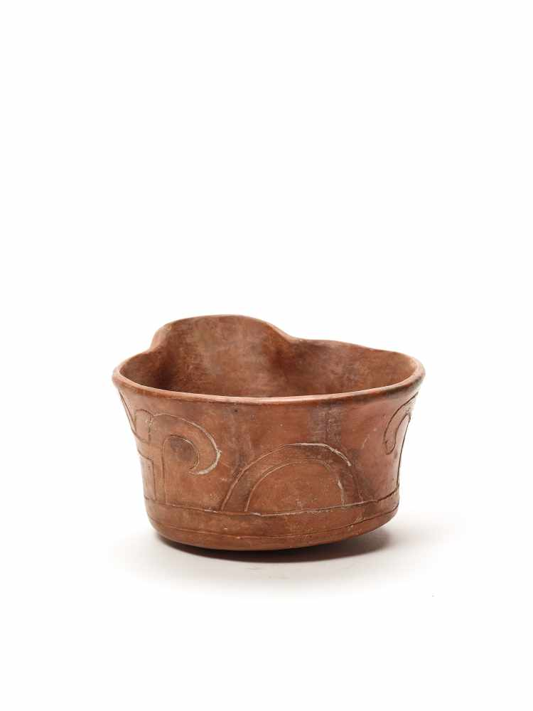 BOWL WITH INCISED DECORATION – CHAVIN CULTURE, PERU, C. 500 BCFired clayChavin culture, Peru, c. 500 - Image 2 of 3