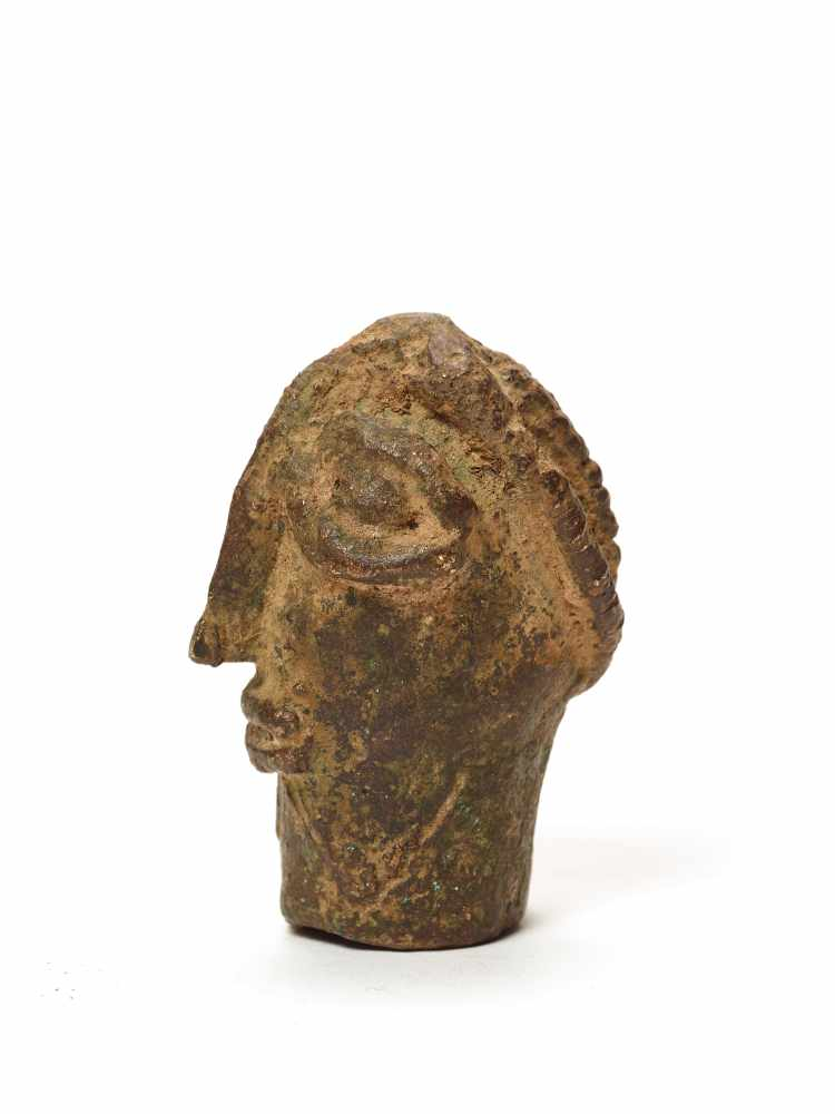 A CAST BRONZE BENIN STYLE HEADMassive casting with solid age patinaBenin, 20th century Dimensions: - Image 2 of 5