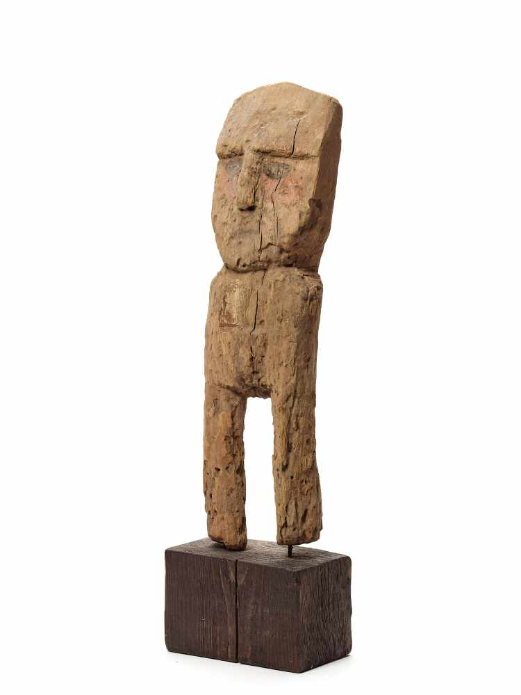 WOODEN FEMALE FIGURE - CHANCAY, PERU, C. 1000-1200 ADCarved and painted woodChancay, Peru, c. 1000- - Image 2 of 5