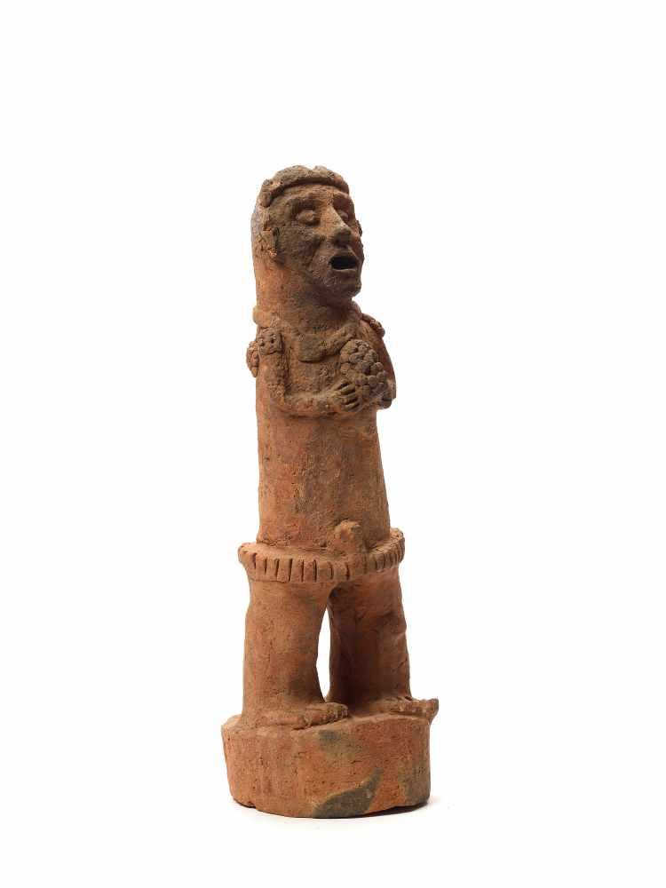TL-TESTED STANDING FIGURE ON PEDESTAL - MAYA CIVILIZATION, GUATEMALA, C. 13TH CENTURYRed clayMaya - Image 4 of 5