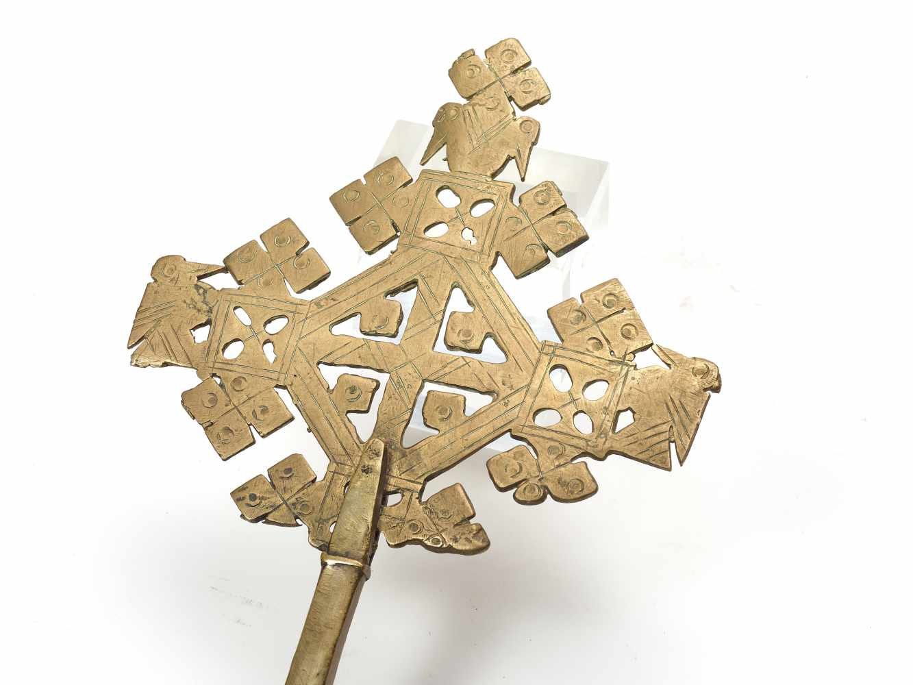 AN ETHIOPIAN PROCESSIONAL CROSS, CHASED AND OPENWORKED BRASS, 19TH CENTURYBrassEthiopia, late 19th - Image 2 of 4