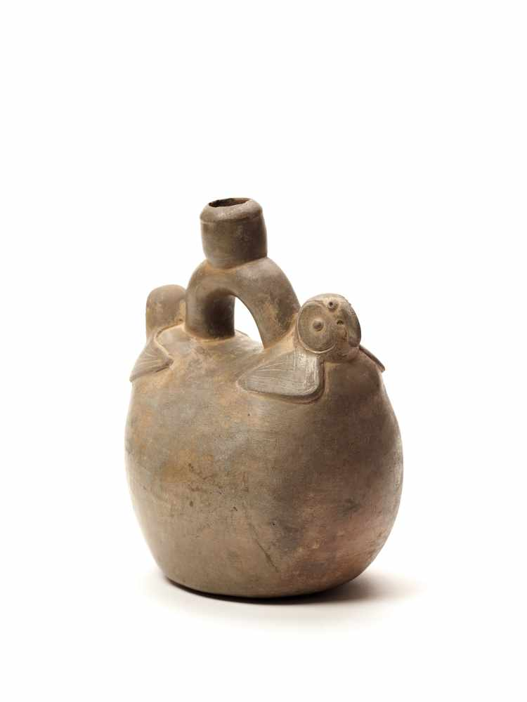 TL-TESTED TWO PARROTS STIRRUP VESSEL - CHAVIN CULTURE, PERU, C. 5TH CENTURY BCGrayish fired - Image 3 of 4
