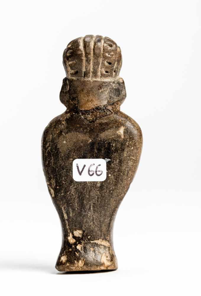 FIGURE OF A MANTerracotta Manteño culture, Ecuador, approx. 1000 Small, standing figure of a - Image 4 of 6