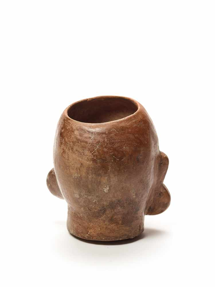 MUG IN THE SHAPE OF A HEAD – MOCHE CULTURE, PERU, C. 500 ADFired clayMoche culture, Peru, c. 500 - Image 3 of 3