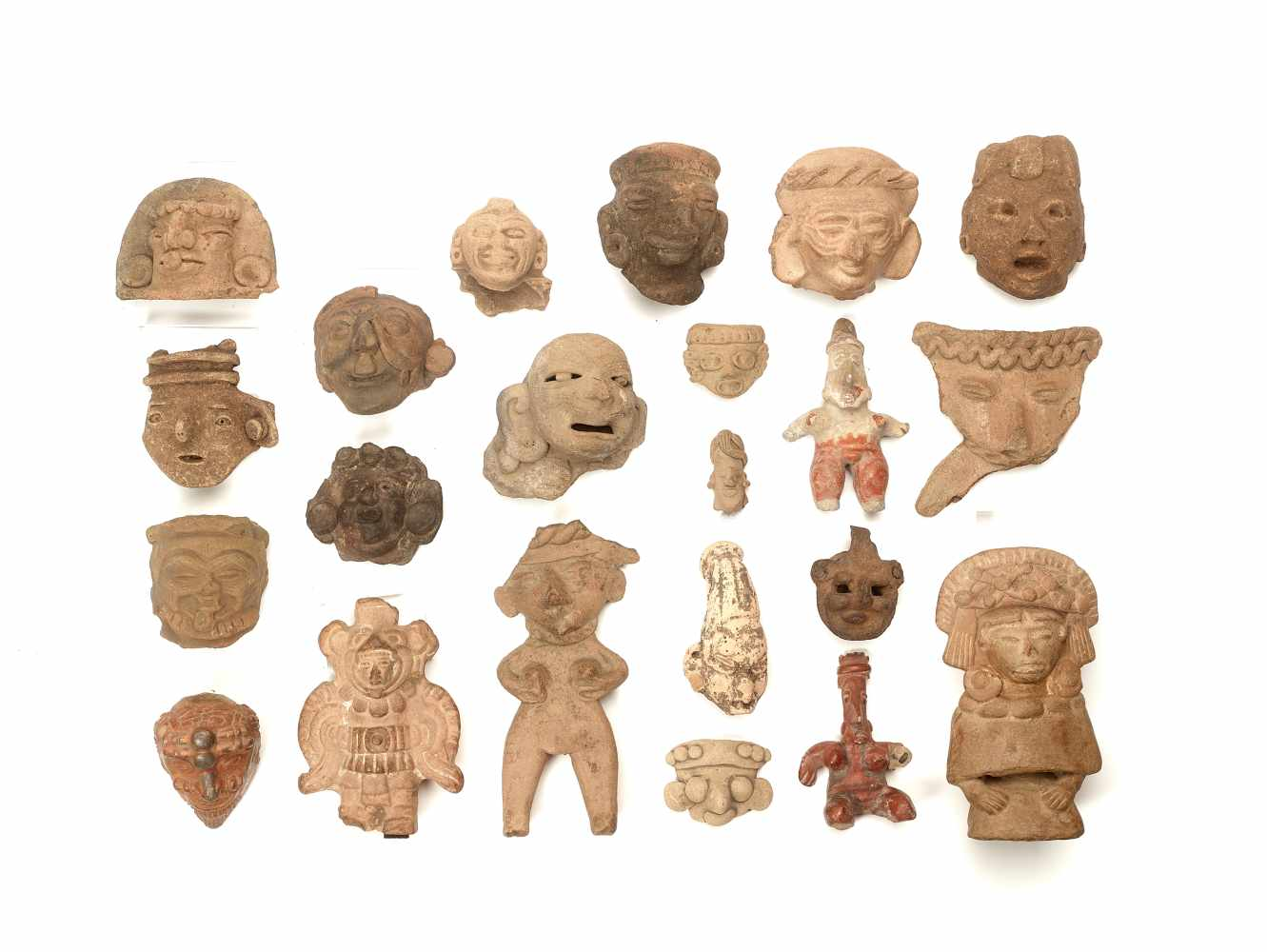 22 HEADS AND FIGURES – PRE-COLUMBIAN ERAClayPre-Columbian Era, 900 BC - 1500 ADA group of 22