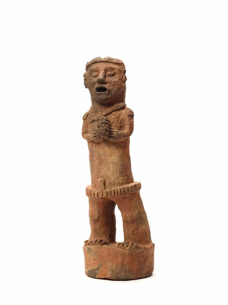 TL-TESTED STANDING FIGURE ON PEDESTAL - MAYA CIVILIZATION, GUATEMALA, C. 13TH CENTURYRed clayMaya - Image 2 of 5