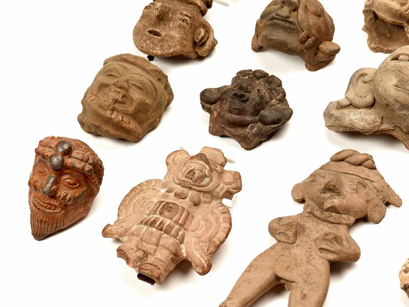 22 HEADS AND FIGURES – PRE-COLUMBIAN ERAClayPre-Columbian Era, 900 BC - 1500 ADA group of 22 - Image 4 of 4