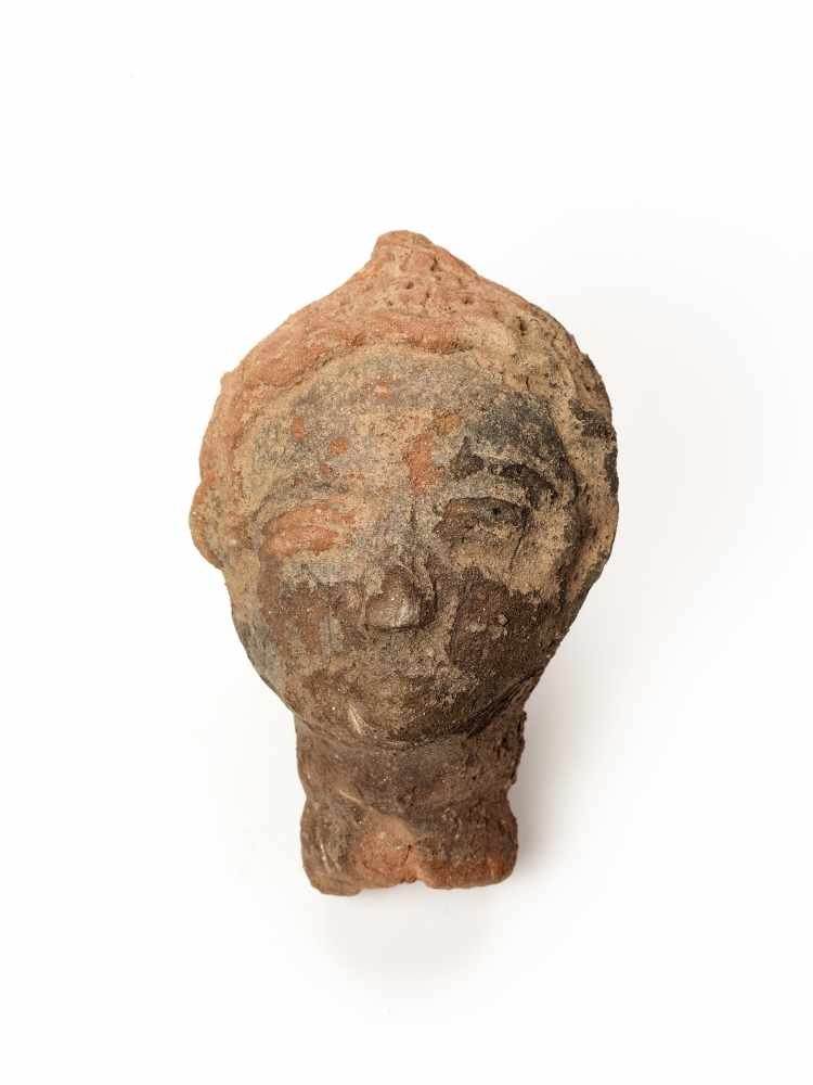 MEMORIAL HEAD – ASHANTI/ AKAN, GHANA, 18th – 19th CENTURYTerracottaAshanti/ Akan, Ghana, 18th – 19th - Image 2 of 4
