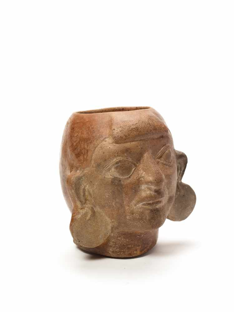 MUG IN THE SHAPE OF A HEAD – MOCHE CULTURE, PERU, C. 500 ADFired clayMoche culture, Peru, c. 500 - Image 2 of 3
