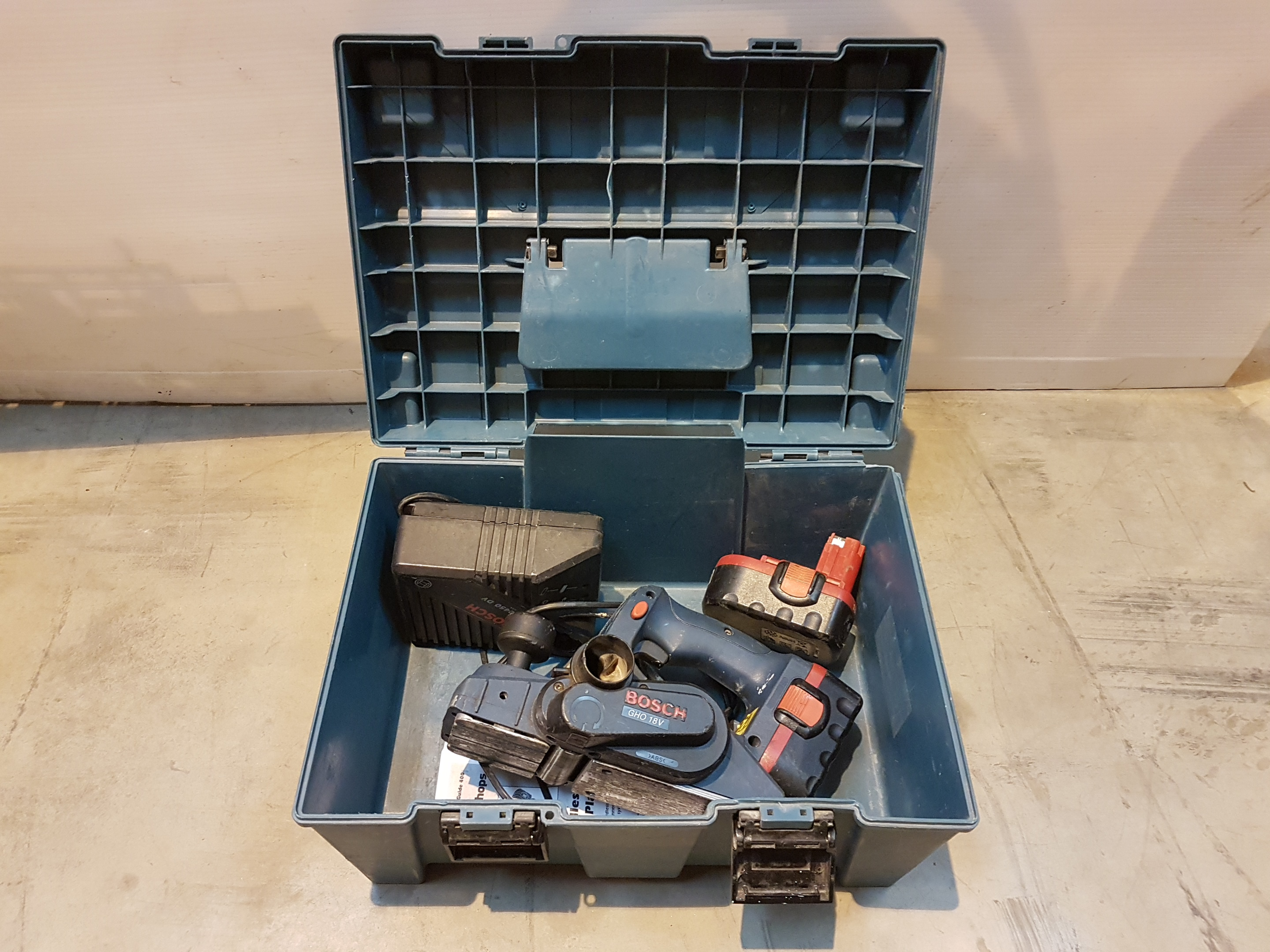 Lot 12 - Bosch POWER PLANE CORDLESS X2 Batteries & Charger 18V, working
