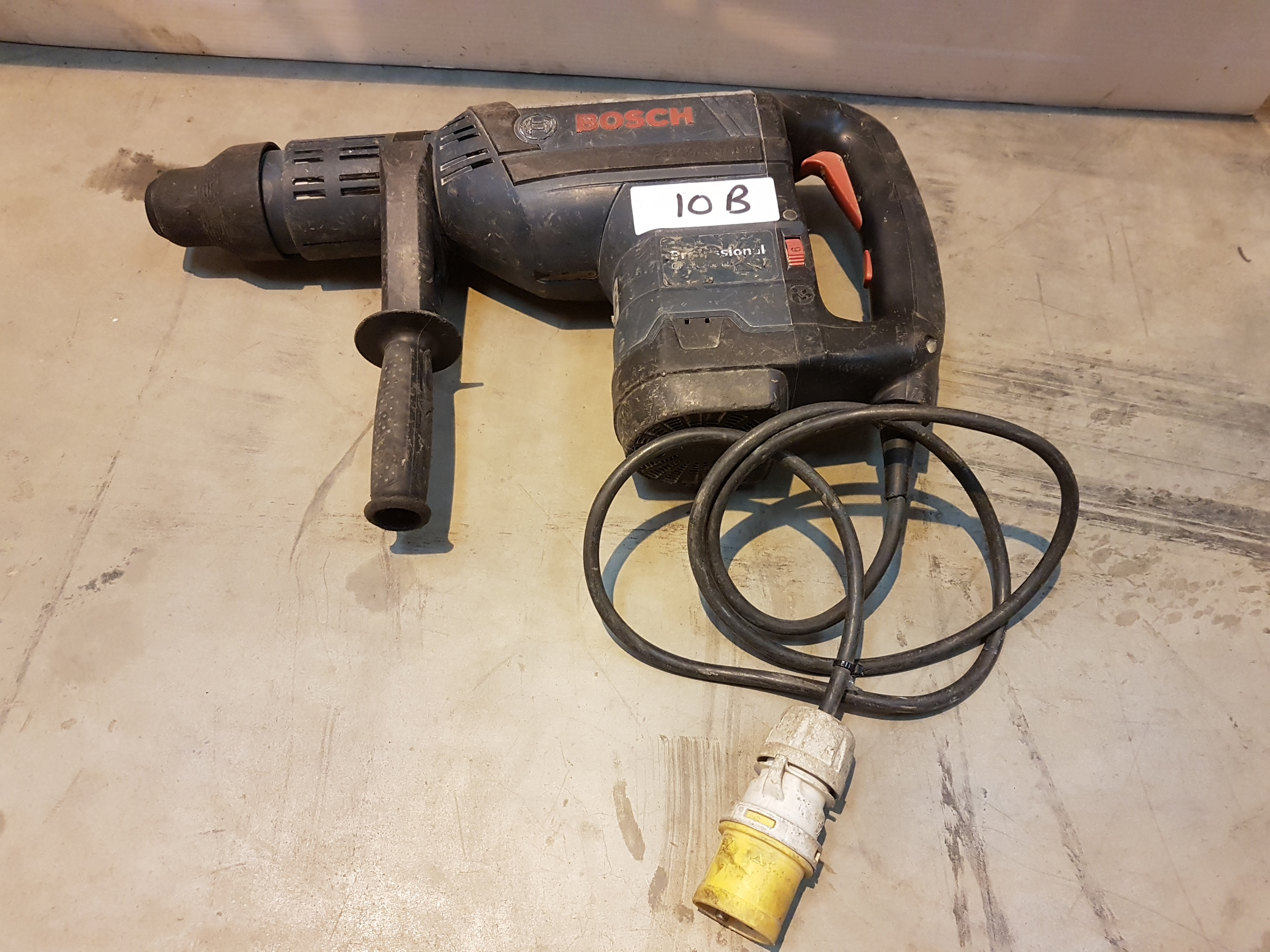 Lot 10 - Bosch 110v SDS / Hammer Drill GBH Large H42478, working