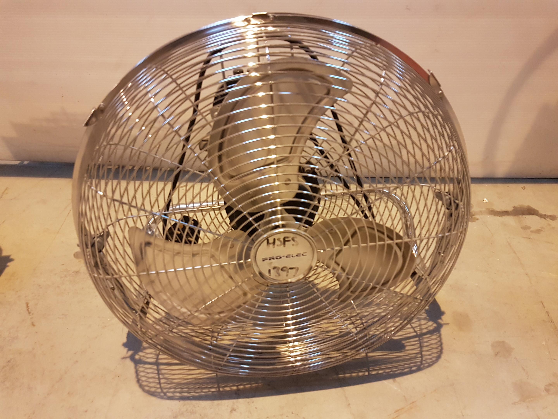 Lot 31 - Pro Elec 240v Oscilating Fan HSFS1397, working