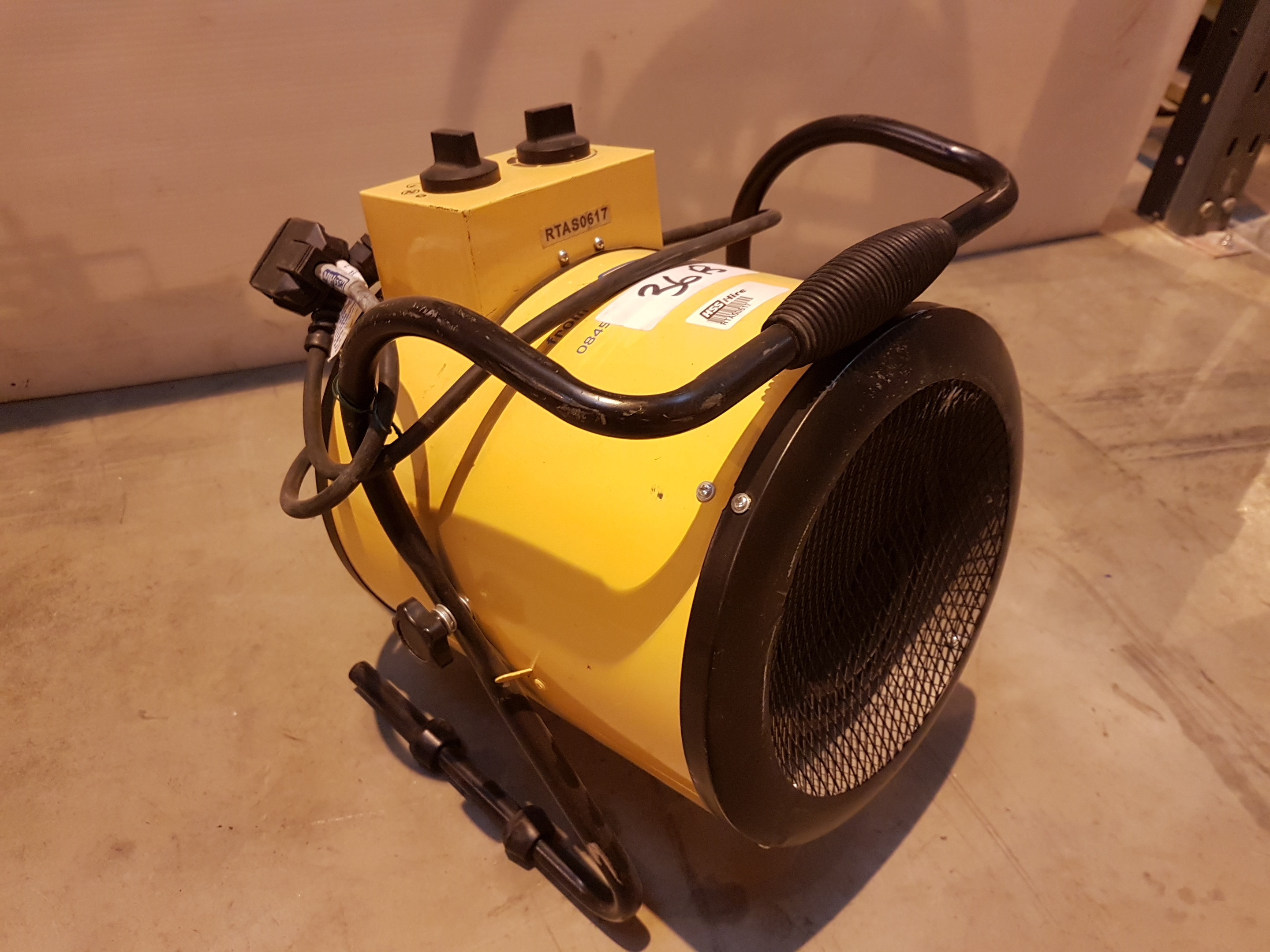 Lot 36 - 240v Retail Heater rtas0617, working