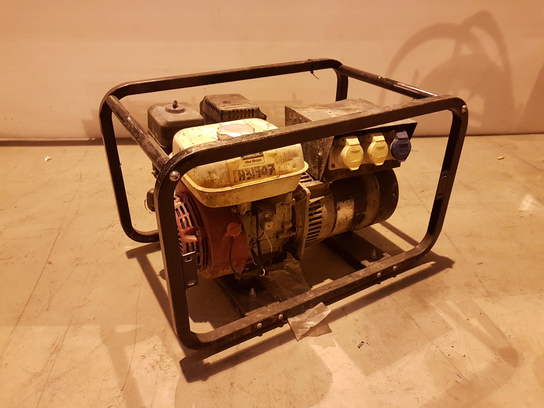 Lot 37 - 110v/240v Honda powered Generator h31907, working