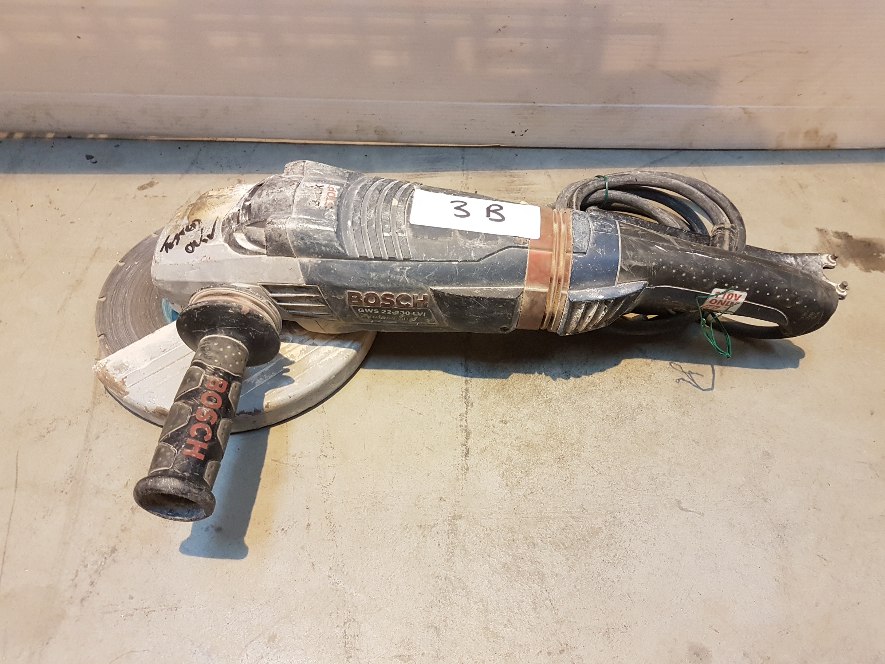 Lot 3 - Bosch ANGLE GRINDER 230MM 743P6266, working