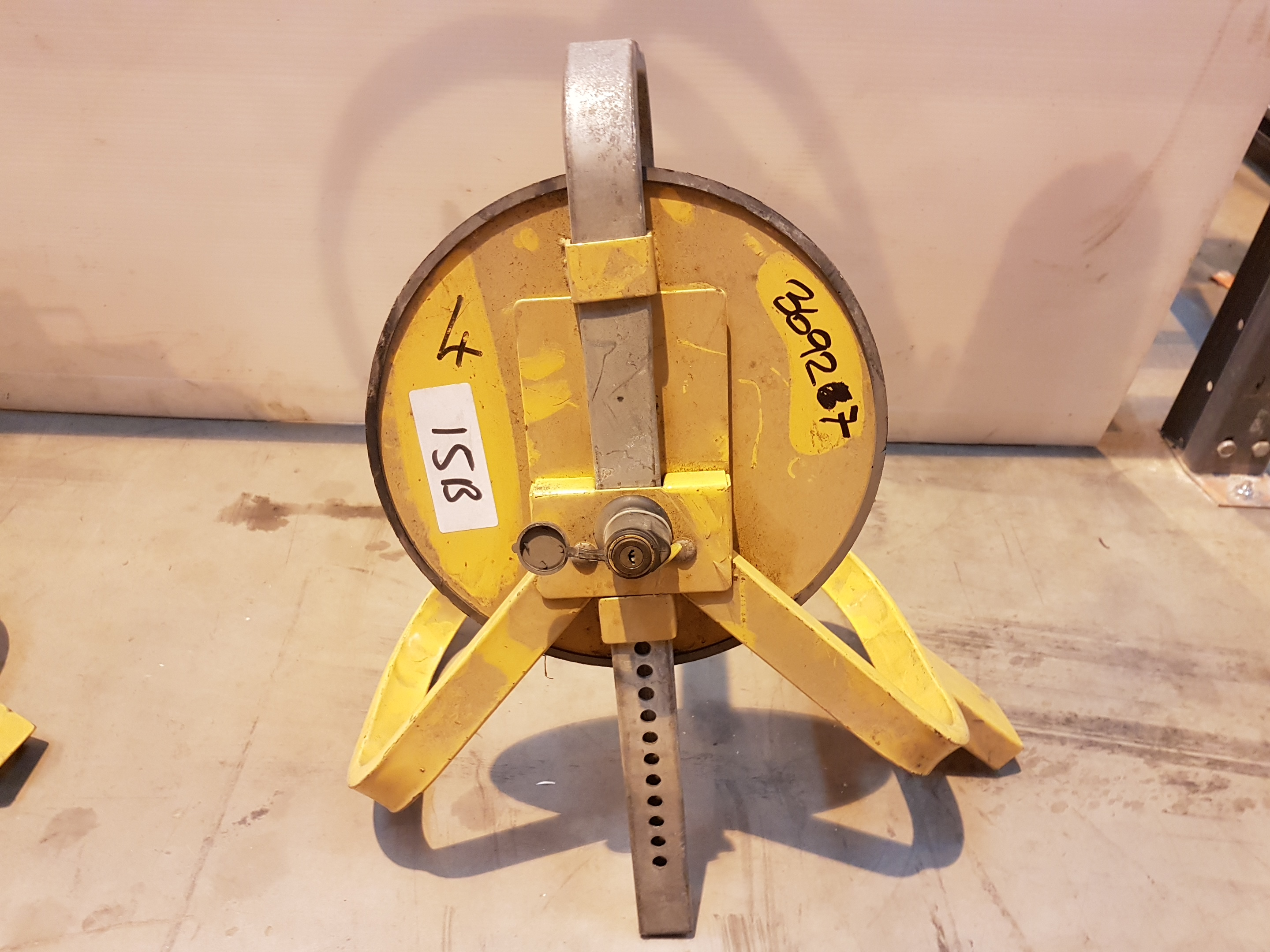 Lot 15 - Wheel Clamp 36927, working