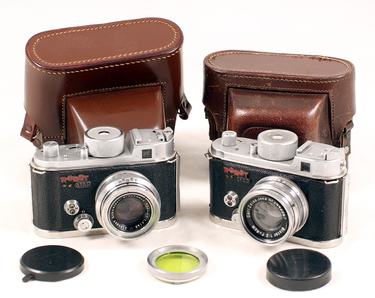 Lot 18 - A Pair of Uncommon Robot Star Clockwork Cameras. #D108536 with Xenon 40mm f1.9 lens.
