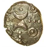 Freckenham Crescents. Moon Faces Type. c.AD25-43. Celtic gold stater. 15-17mm. 5.39g.
