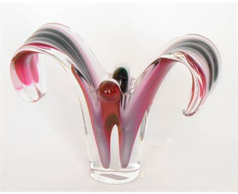 Paul Kedelv - Flygsfors - A post-war Coquille butterfly glass vase of footed sleeve form with pulled drawn sides, cased in cl